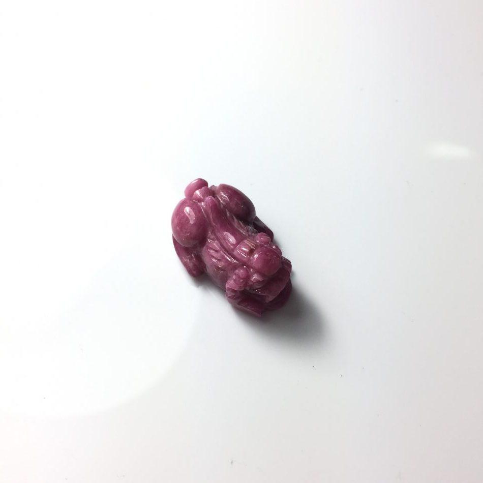 Mặt dây chuyền Tỳ hưu đá ruby Lục Yên cao cấp